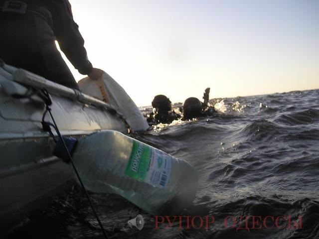 Рыбак перевернулся на лодке видео прикол