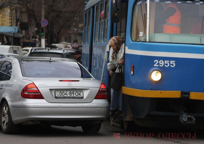 """Новый трамвайный маршрут в Одессе уже  """"вляпался """" в ДТП (ФОТО) ."""